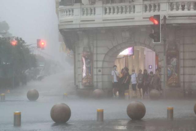 """市防汛办:台风""""灿都""""今晚登陆上海的可能性大大降低,但对上海的影响仍然较大 全球新闻风头榜 第2张"""