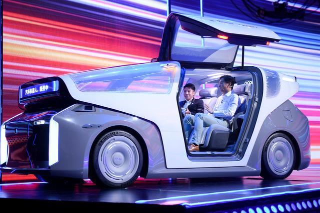 """李彦宏首提""""汽车机器人""""概念,将具备L5级自动驾驶能力"""
