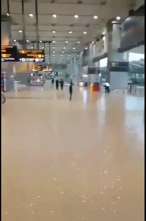 突发!新德里机场被淹 全球新闻风头榜 第3张