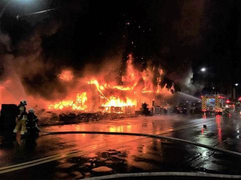 台媒:高雄一建筑起火致12死34伤,4人被捕,不排除人为纵火 全球新闻风头榜 第1张