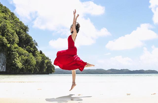 秦岚图片,秦岚天生丽质,五官精致气质柔美,40岁的她,为何至今还是单身?