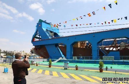 苏伊士运河管理处迈入全新修建的大中型绞吸式起重船