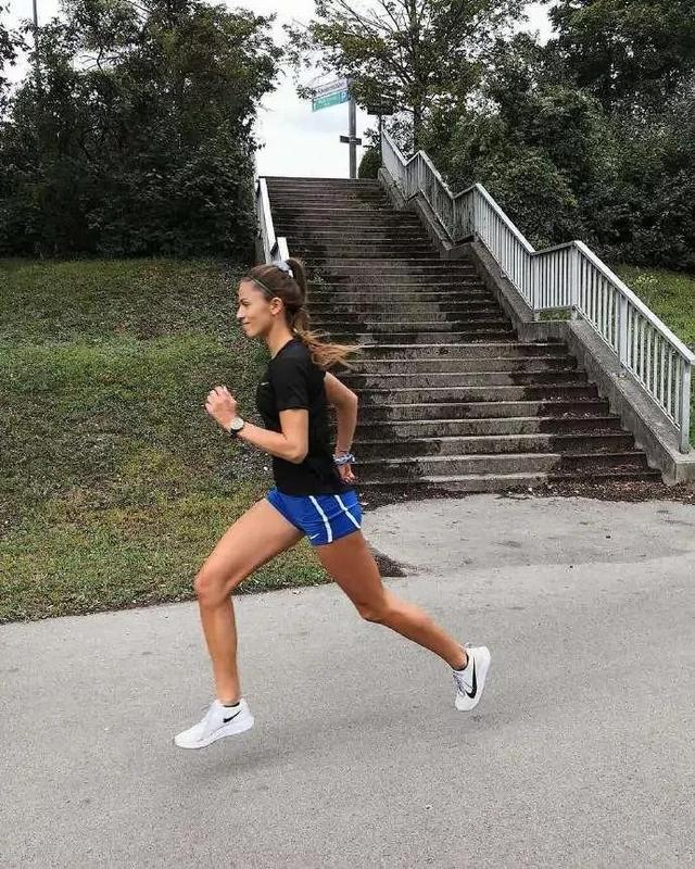 1000米跑步技巧,跑步公式:热身+训练科目+放松=高效训练