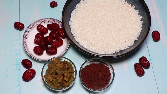 糯米饭的做法,红糖糯米饭的家常做法,香甜软糯,一次吃一大碗都不过瘾