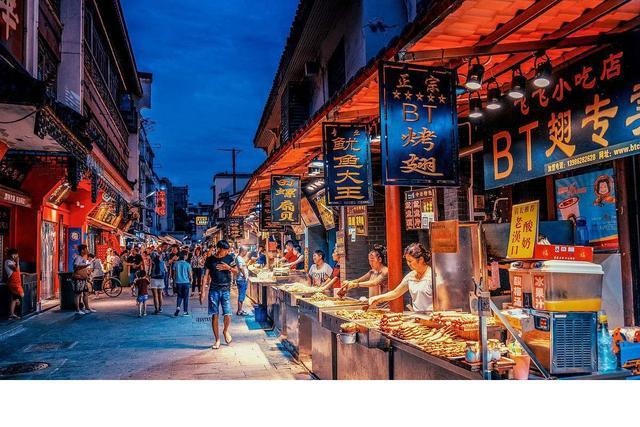 武汉美食街,武汉最值得打卡的美食街,私藏众多老字号餐厅,连本地人都爱去