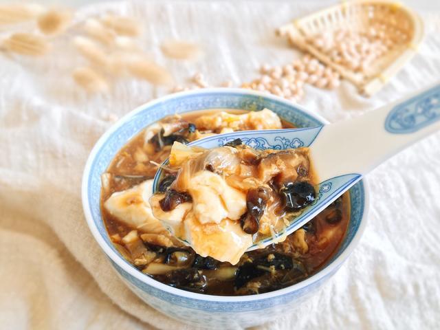 豆腐脑的做法和配方,1把黄豆做1碗嫩滑的豆腐脑,还有咸甜辣3种口味的卤汁配方分享
