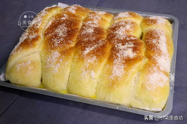 家庭最简单面包的做法,懒人面包做法,不用揉出膜,3折一拧,简单一做,个个松软还拉丝