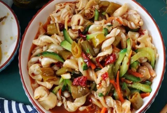 泡椒的做法,大厨分享泡椒鱼泡的详细做法,口感鲜香脆嫩有嚼劲,上桌被抢着吃