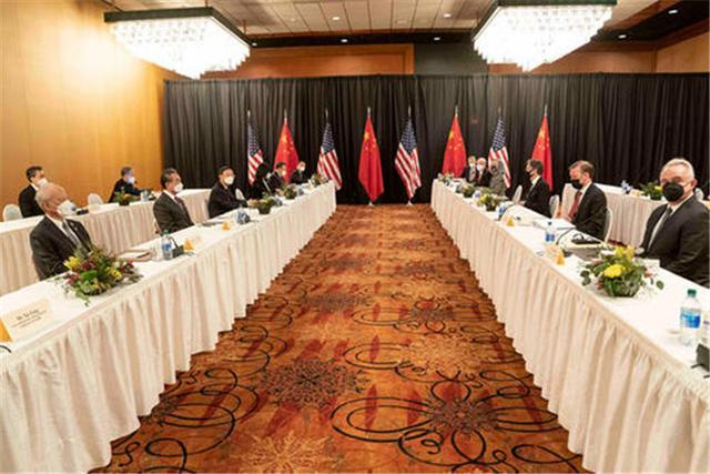 中美关系最新消息,中美会谈结束后,98岁基辛格紧急出面,给中美关系支了一招