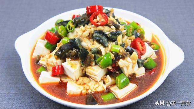 皮蛋豆腐的做法,饭店的皮蛋豆腐为啥好吃?原来调汁还需这2样,怪不得滑嫩又爽口
