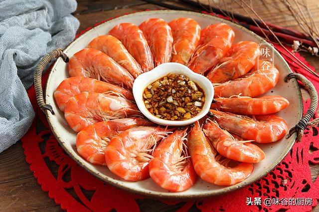 水煮虾的做法,水煮虾时,冷水还是热水下锅?总有人弄错,难怪虾肉发柴不鲜嫩