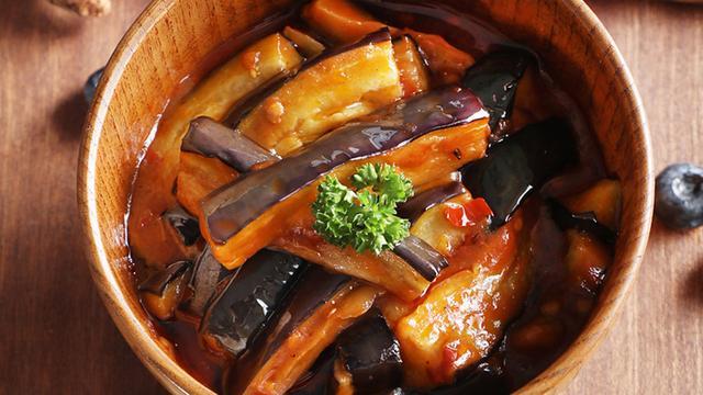 红烧茄子怎么做,红烧茄子的家常做法,老公一周总要吃2次,比红肉还香,太过瘾了
