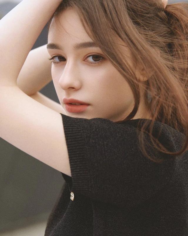 俄罗斯美女图片,俄罗斯仙女级嫩模,C罩杯蜜桃臀搭配纤细腰腹,曲线身材曼妙迷人