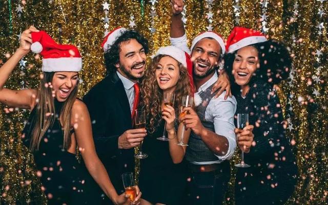 圣诞节简介,圣诞节不是耶稣的生日,它源于古罗马的农神节,是一场荒淫的盛宴