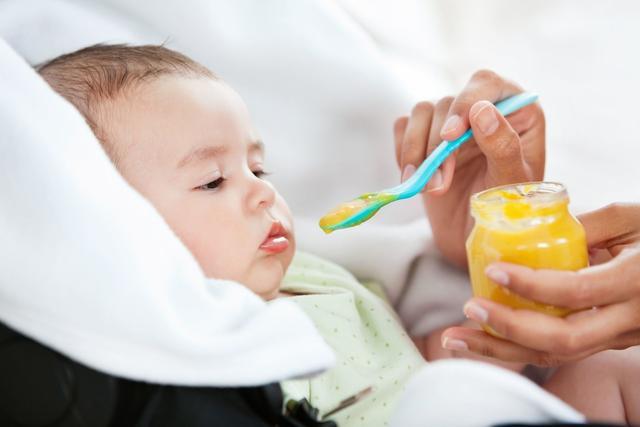 婴儿怎么吃,6-12个月宝宝辅食喂养超全攻略:吃什么、怎么吃通通搞定