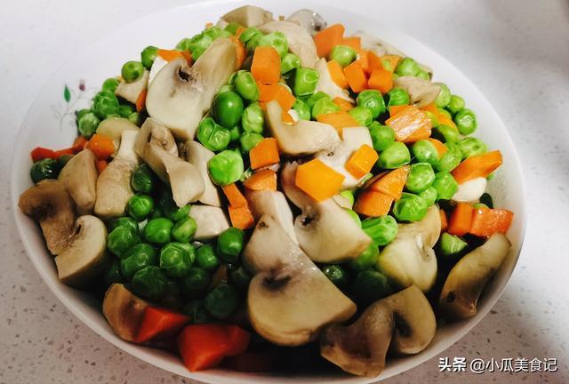 胡萝卜怎么做好吃,豌豆家常怎么做最好吃,胡萝卜蘑菇炒一下,超级下饭,营养健康