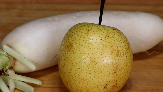 白萝卜怎么做好吃,白萝卜和梨放一起,没想到这么厉害,好多人不懂有啥用,太棒了