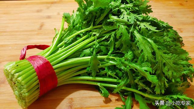 茼蒿菜的做法,这才是茼蒿最简单美味的做法,香辣爽口,堪称下饭家常菜