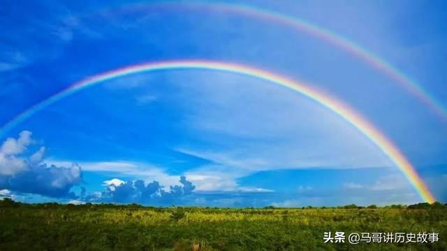 写虹的诗,彩虹在东半月晴彩虹在西雨纷纷。大无信也不知命也。我读《蝃蝀》