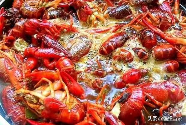 """大龙虾怎么做,爆炒小龙虾,切记""""1放2不放""""的窍门,小龙虾鲜香好吃无腥味"""