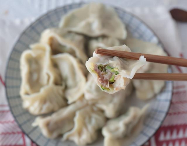 白菜馅的做法,调白菜馅,用盐杀水是大错!教你大厨做法,饺子鲜嫩多汁,超好吃