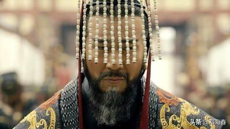 """帽子的寓意,古代皇帝帽子垂着珠帘,目的就是让它""""碍事""""?背后这么多讲究"""