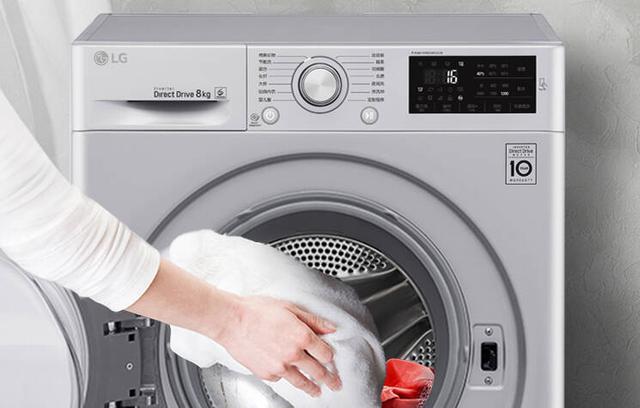 衣服上的油渍怎么洗掉,衣服上的油渍如何去除?(附各种污渍的去除方法)