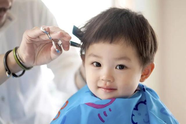 """婴儿理发器,中国人被迫在家理发!小米重新定义""""电推子"""",无噪音宝宝不哭闹"""