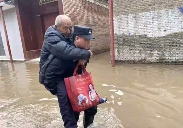 山西餐馆停业送快餐,只为救灾一线工作人员,群众吃上热饭 全球新闻风头榜 第1张