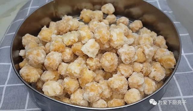 面粉的吃法,面粉这做法太好吃了,锅里炒一炒,一周5次吃不腻,比麻花还香甜