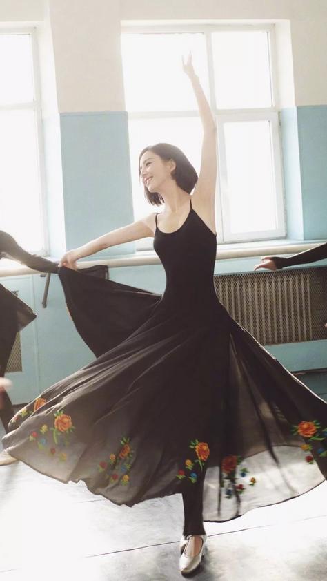 佟丽娅参演张杰新歌MV,雪中光脚跳舞灵动唯美,与张杰甜蜜相拥 全球新闻风头榜 第5张