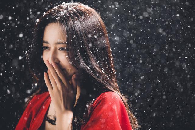 佟丽娅在张杰新歌MV中起舞 一袭红衣美出天际 全球新闻风头榜 第5张