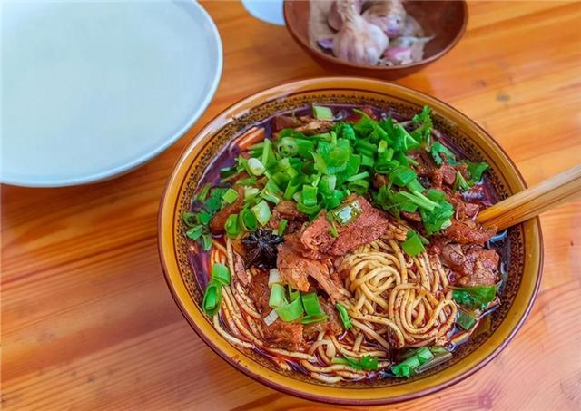牛肉面图片,中国4碗知名牛肉面大PK,看完这么多面,你站哪一碗?