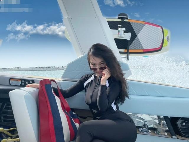 40岁霍思燕自称三亚卡戴珊,穿泳衣秀S曲线,老公杜江甜蜜表白 全球新闻风头榜 第2张