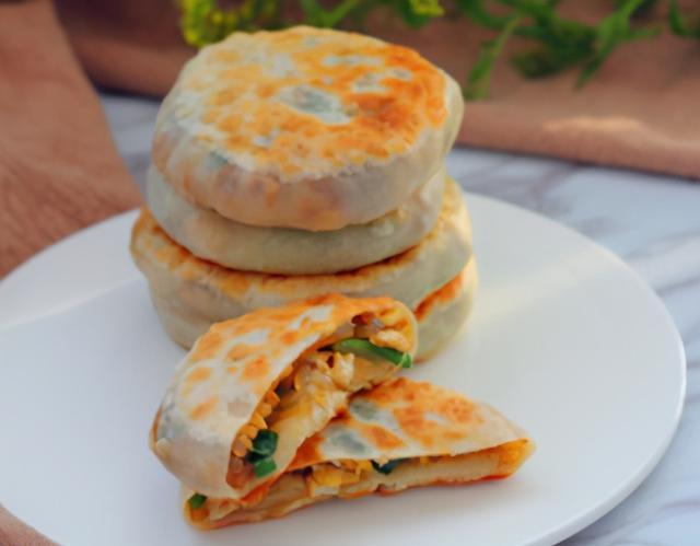 韭菜的做法大全,教你做韭菜鸡蛋饼,做好咸香入味,韭菜脆嫩不出水,吃起来超满足