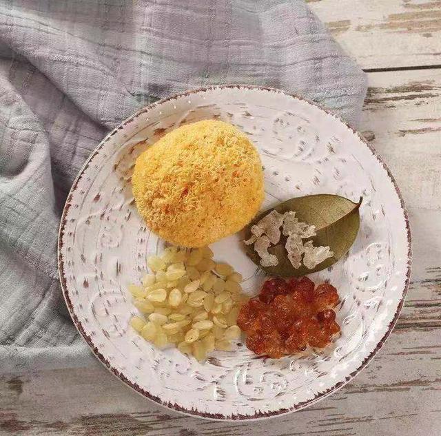 桃胶的做法,桃胶皂角米炖银耳,营养美味,美容养颜,做法简单,快试试看
