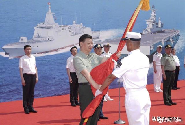 南海舰队三型主战坦克舰船——万里长征18号艇、大连舰、海南省