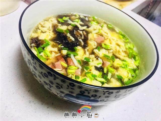 紫菜汤的做法,紫菜和鸡蛋是好搭配,教你个冬季很好吃的做法,做上一锅都喝光