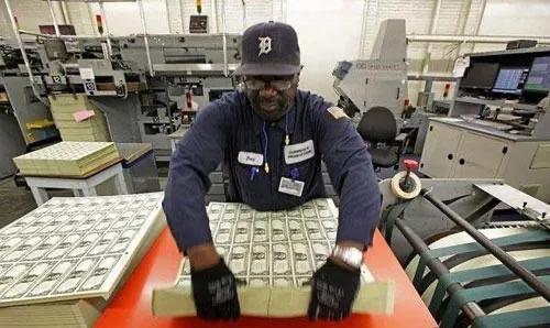 用一招严厉打击美政府疯狂印钞的打劫恶事
