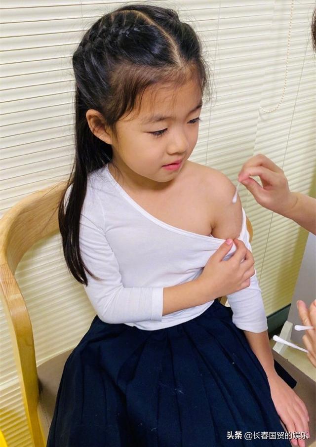 章子怡5岁女儿近照曝光,接种疫苗从容淡定十分勇敢 全球新闻风头榜 第3张