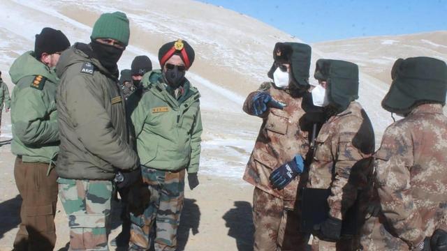 中印双边举行军长级会谈,印方为和平谈判增添阻力,中方公布了印军被俘照片 全球新闻风头榜 第2张