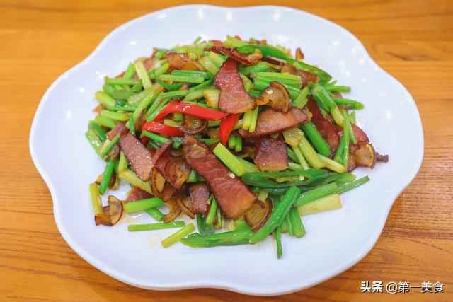 腊肉的做法,饭店的炒腊肉为啥好吃?原来做法有窍门,很多大厨都这么做