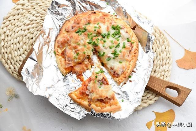 奶酪的吃法,比馅饼都省事的披萨,一个饼一把奶酪,加点泡菜,换个口味更独特