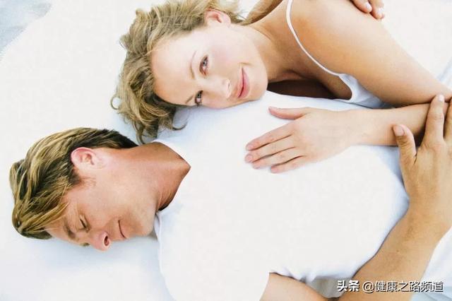 性生活技巧,一天中过性生活的最佳时间,竟不是晚上!而是