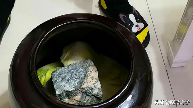 酸菜的吃法,酸菜饺子好吃有诀窍,只需学会这个调馅方法,酸菜没异味,味道香
