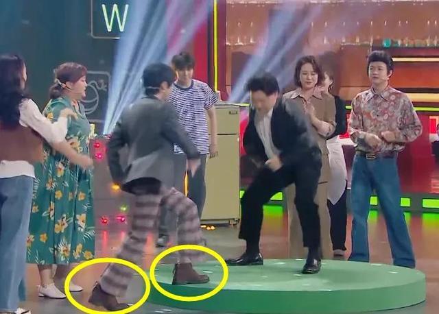 華晨宇穿花襯衫跳迪斯科,誰注意他穿的啥鞋?就他尊重80年代