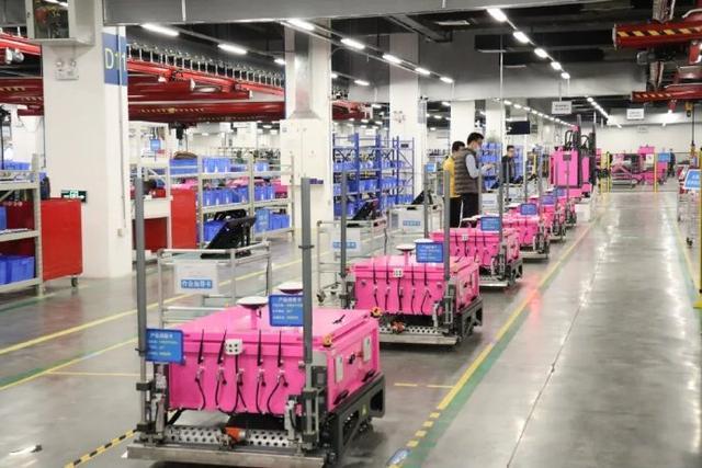 碧桂圆18款智能机器人,市场价是多少?每钟头工作高效率是多少