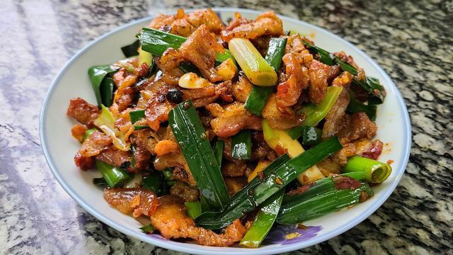 五花肉怎么做好吃,猪肉这个香喷喷的做法,营养下饭又好吃,做法跟材料都很简单