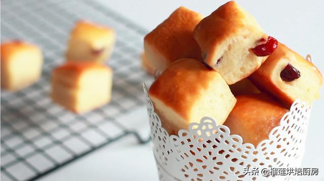 粮草先行!蔓越莓芝士小面包,零食早餐都相宜,柔软松润魔法美味