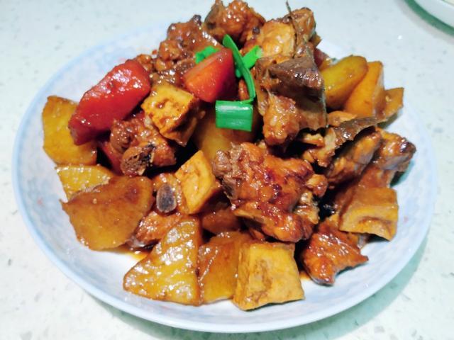排骨萝卜的做法,萝卜和排骨这样做,排骨香软入味,萝卜鲜嫩多汁,全家老少都喜欢